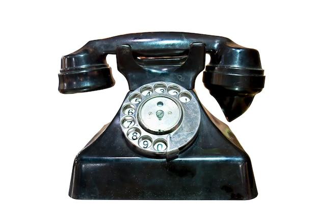 Retro-telefon mit einer scheibe für die nummer auf weißem hintergrund