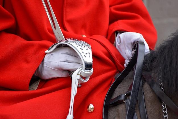 Rettungsschwimmer der queens household cavalry im dienst in london