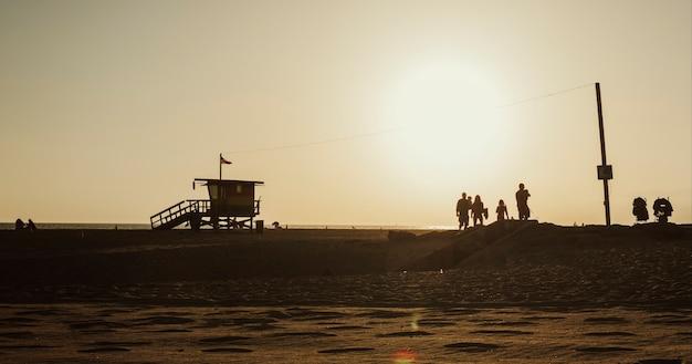 Rettungsschwimmer-haus an einem strand von venice in kalifornien, usa