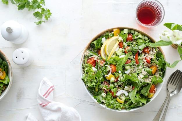 Rezept für eine vegetarische quinoa-schüssel