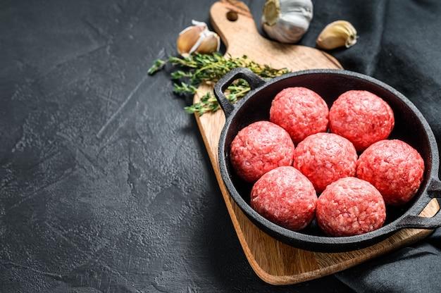 Rezept zum kochen von fleischbällchen aus rinderhackfleisch in einer pfanne