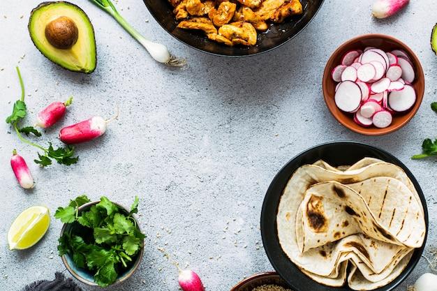 Rezeptidee für hausgemachte hühnchen-tacos
