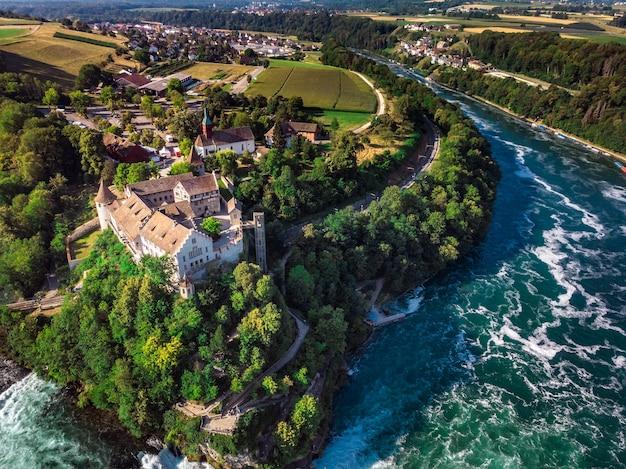 Rheinfall (rheinfall) wasserfälle mit schloss schloss schloss, neuhausen bei schaffhausen, kanton schaffhausen, schweiz, europa