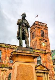 Richard cobden monument und st. anns church in manchester, nordwestengland