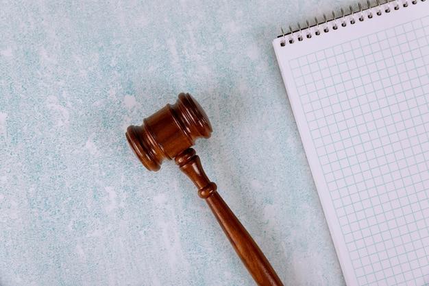 Richter holzhammer mit tisch büromaterial