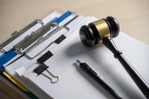 Richterhammer und geschäftsberichte, wichtige dokumente