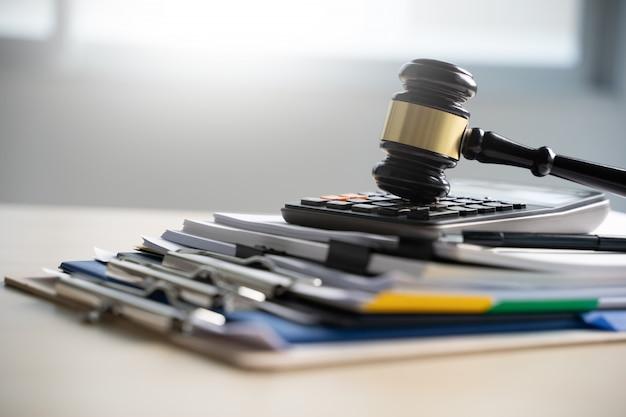 Richterhammer- und geschäftsberichtspapiere, wichtige dokumente