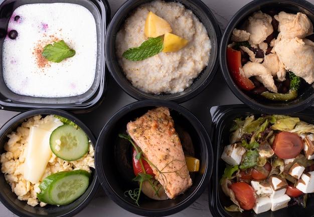 Richtige ernährung in plastikboxen