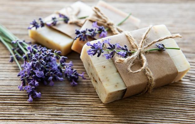 Riegel handgemachte seife mit lavendel