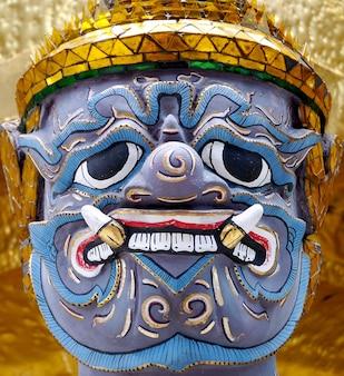 Riese in wat phra kaeo, der königliche großartige palast - bangkok thailand