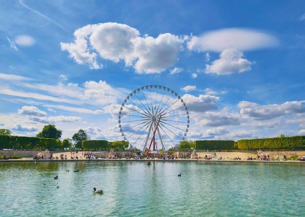 Riesenrad auf dem place de la concorde in paris