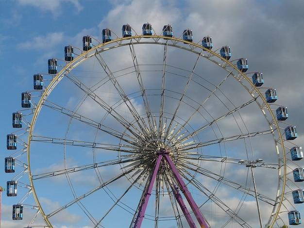 Riesigen gondeln wheel ferris hohen float