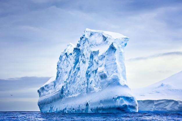 Riesiger eisberg