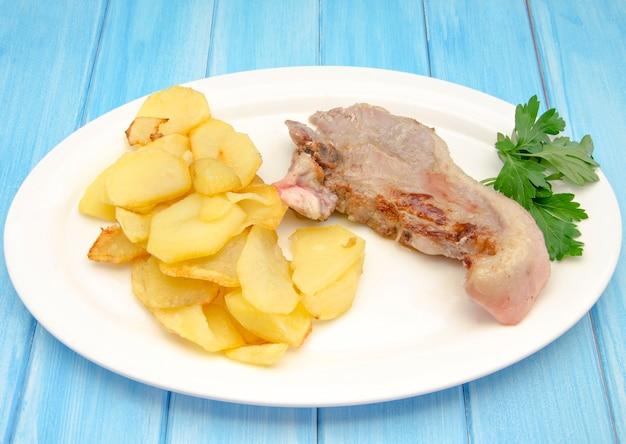Rindfleisch mit pommes frites