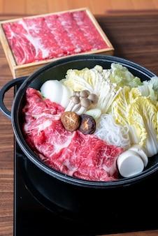 Rindfleisch sukiyaki eingestellt