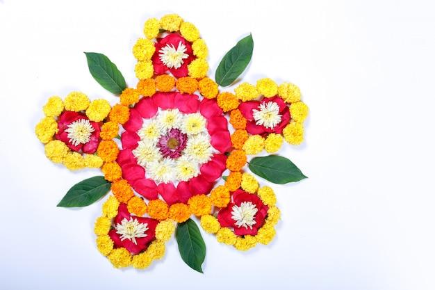 Ringelblume-blume rangoli entwurf für diwali festival, indische festivalblumendekoration