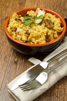 Risotto mit safran und pilzen
