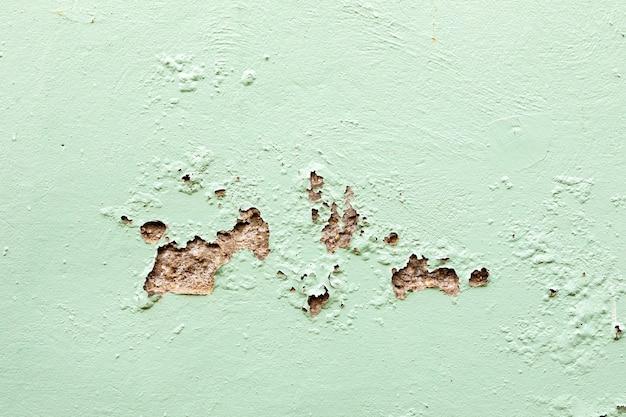 Riss auf dem zementboden. beschädigte wand