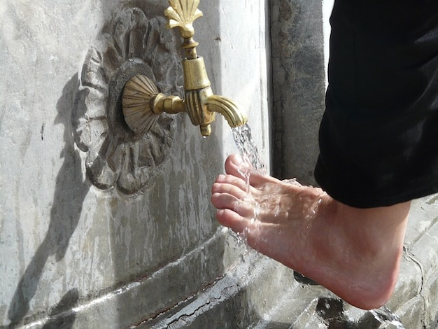 Ritual fußpflege wasser islam fußwaschung