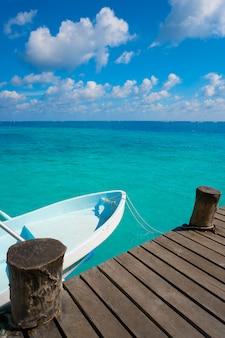 Riviera maya holz pier und boote