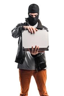 Robber hält eine aktentasche