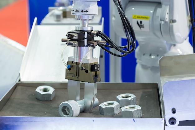 Roboterarm arbeitet