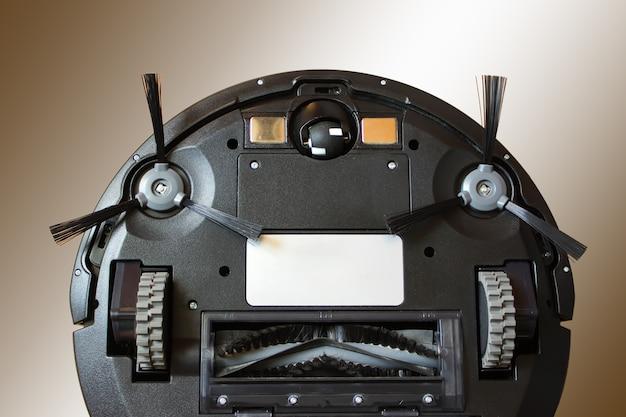 Roboterstaubsauger führt eine automatische reinigung durch. hausarbeit und technologiekonzept.