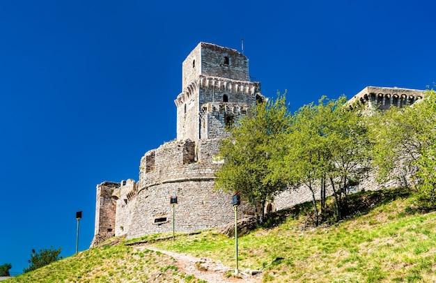 Rocca maggiore, eine burg in assisi - umbrien, italien