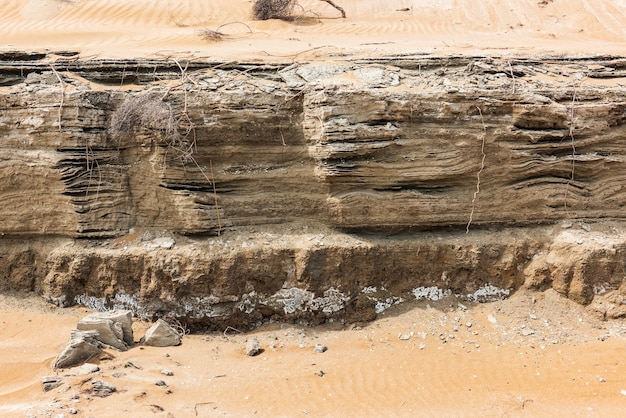 Rock-schichten-textur im wüstengebiet. erdrutsch