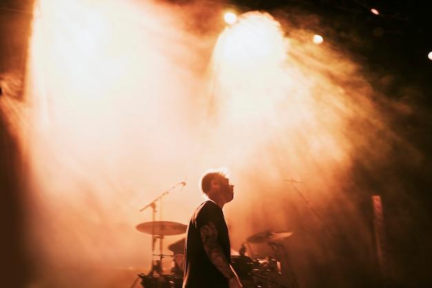 Rockband spielt eine kleine live-show
