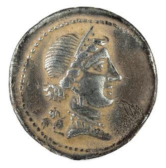 Römische republik münze. antiker römischer silberdenar der familie julia. julius caesar.