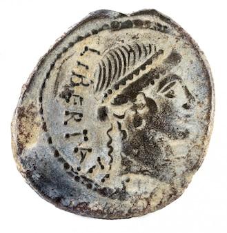 Römische republik münze. antiker römischer silberdenar der familie lollia.