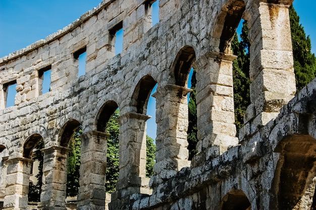 Römisches amphitheater in pula, das am besten erhaltene antike denkmal in kroatien.