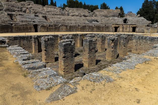 Römisches amphitheater von italica. santiponce. spanien.