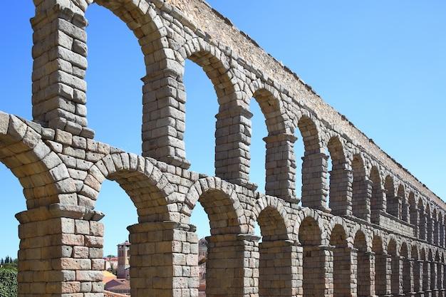 Römisches aquädukt in segovia, spanien