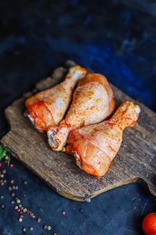 Rohe cchicken beine marinade paprika grill gegrilltes fleisch geflügel