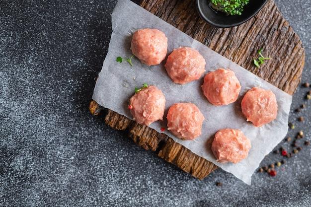 Rohe fleischbällchen hackfleisch schweinefleisch rindfleisch lamm huhn fleisch schnitzel