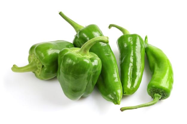 Rohe grüne paprika in der gruppe
