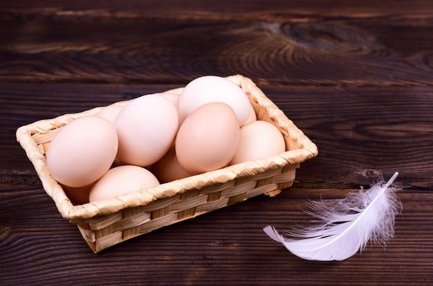 Rohe hühnereien in den oberteilen
