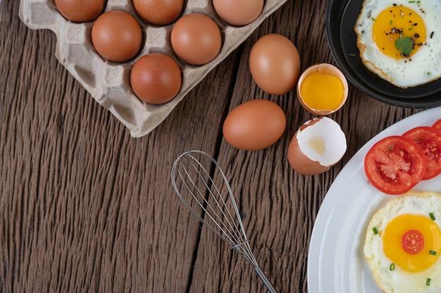 Rohe hühnereier bio-lebensmittel für eine gute gesundheit mit hohem proteingehalt.