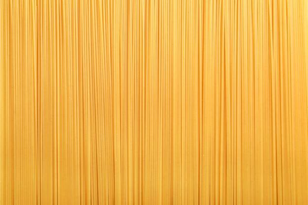Rohe italienische spaghetti vertikale richtung.
