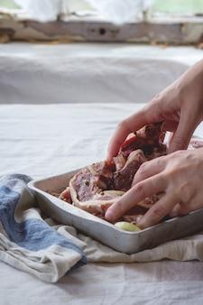 Rohe lammkoteletts mariniert