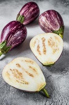 Rohe lila aubergine oder aubergine