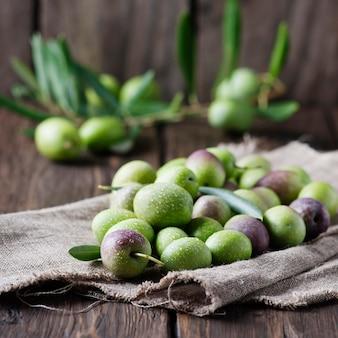 Rohe oliven zur herstellung von öl