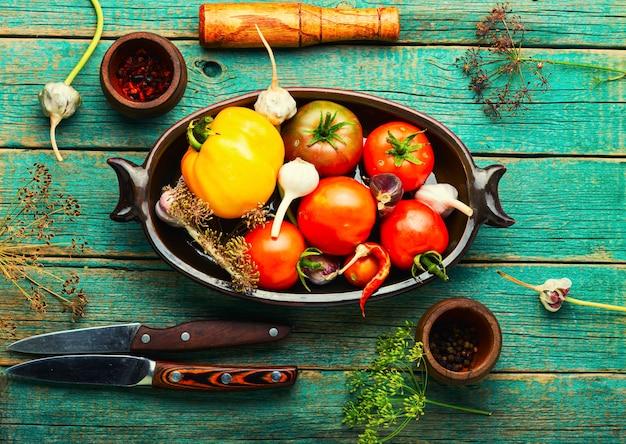 Rohe tomate, konservierung von tomaten