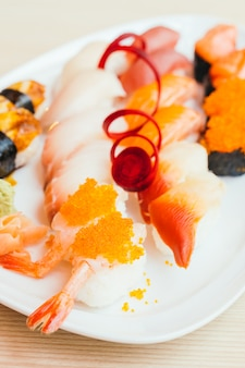 Rohe und frische nigiri-sushi