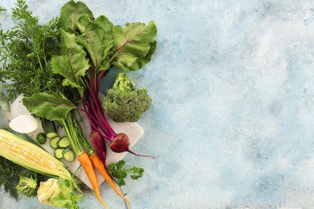 Rohe zutaten zum kochen vegetarischer mahlzeit draufsicht
