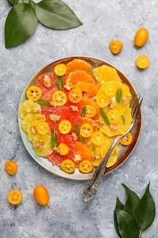 Roher selbst gemachter zitrusfruchtsalat