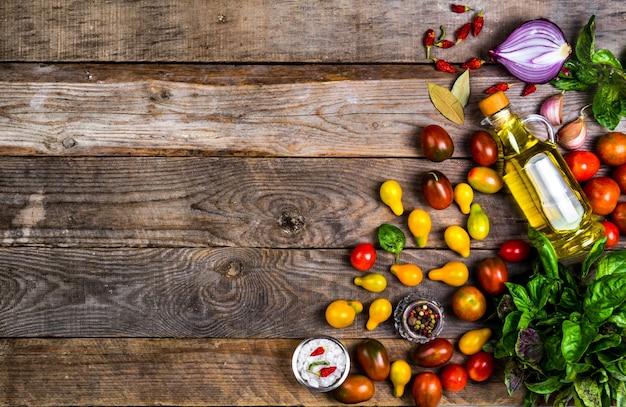 Rohes bio-gemüse mit frischen zutaten für gesundes kochen