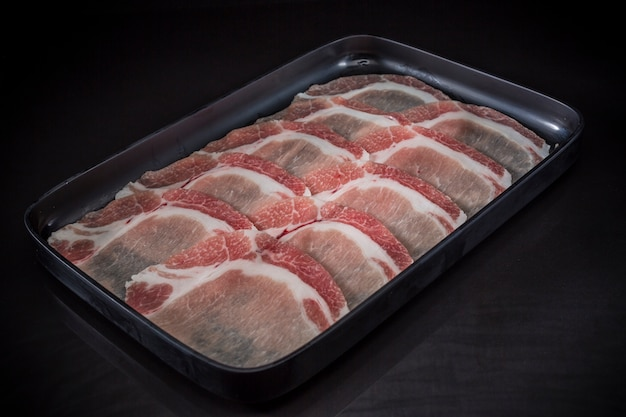Rohes fleisch geschnitten, japanisches schweinefleisch geschnitten, sukiyaki menü, shabu shabu